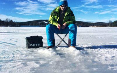 Pêche sous la glace en Laponie